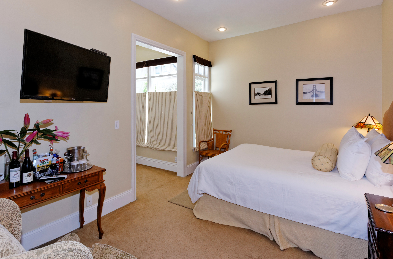 Inside the Laurel room